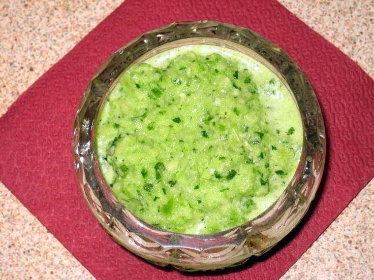 Сальса готовится из нарезанных бурых помидоров или физалиса с добавлением чили, лука, чеснока и зелени. Подходит к чипсам и жареному мясу