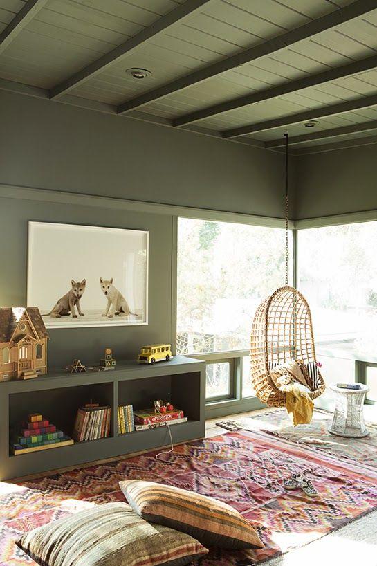 Une chambre d'enfant en vert kaki