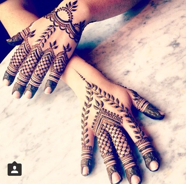 Henna design with netting and vines