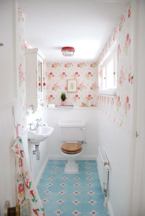 oountry floral bathroom