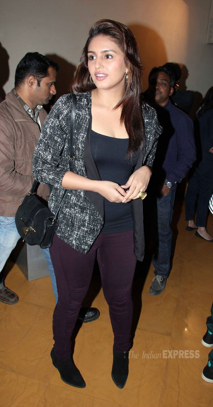 Huma Qureshi dressed in maroon crop pants that she teamed with black tshirt and monochrome blazer. #Style #Bollywood #Fashion #Beauty