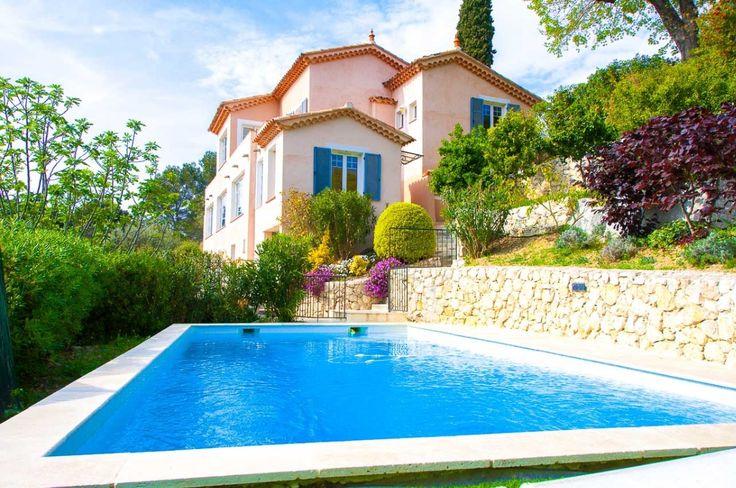 #Luxury villa immersed in #green  #VilleneuveLoubet #Villa #DreamHouse #green