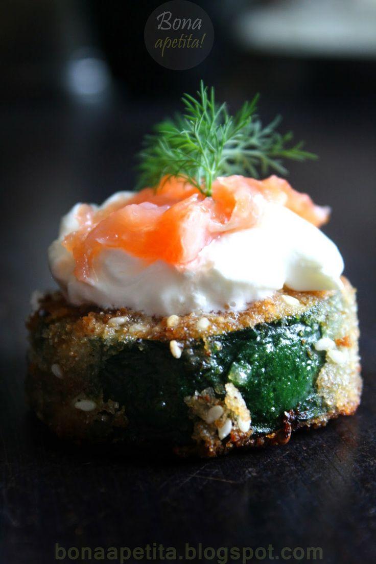 Bona Apetita! blog kulinarny, wnętrza, żyj ze smakiem!: Wariacje - przystawka z placków z cukinii ze śmiet...