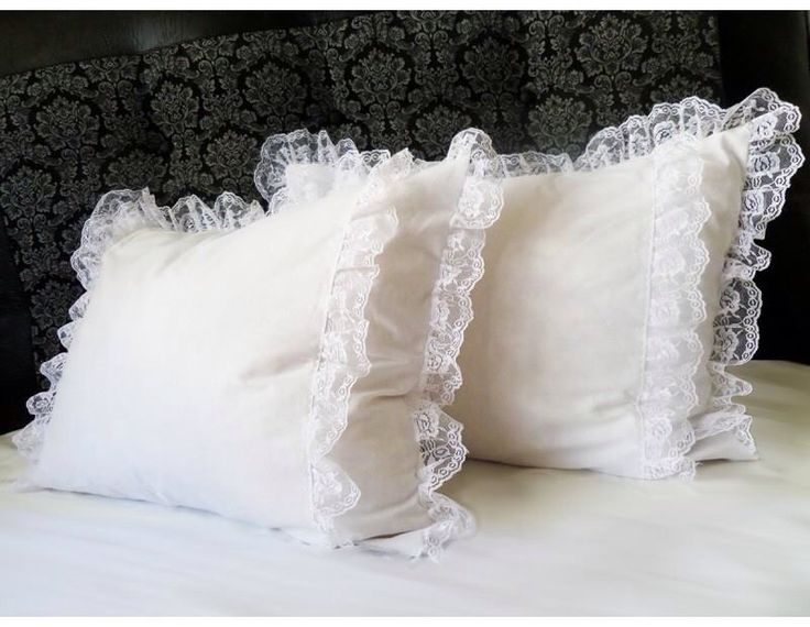 White pillows with lace www.lenjeriidormitoare.com