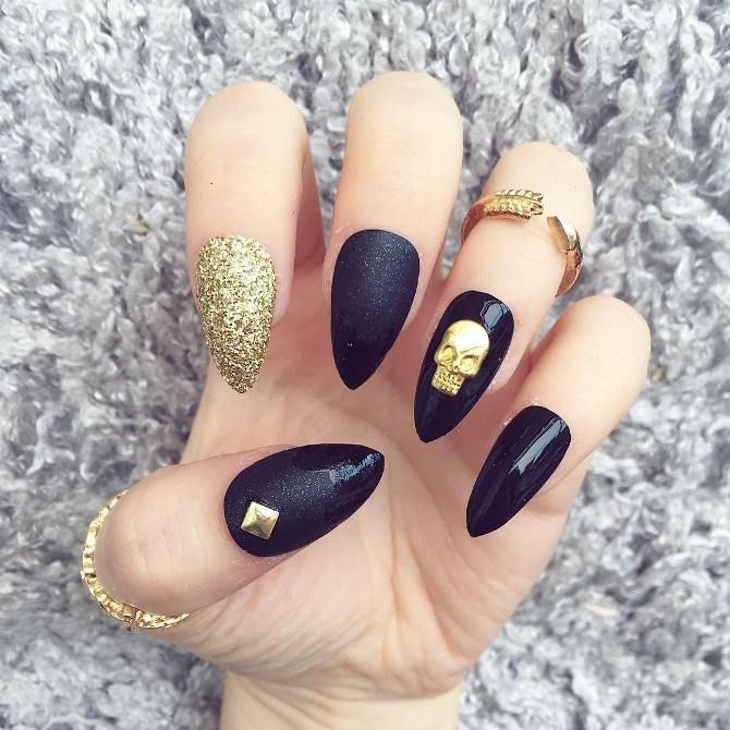 Glamorous Black and Gold Nail Designs