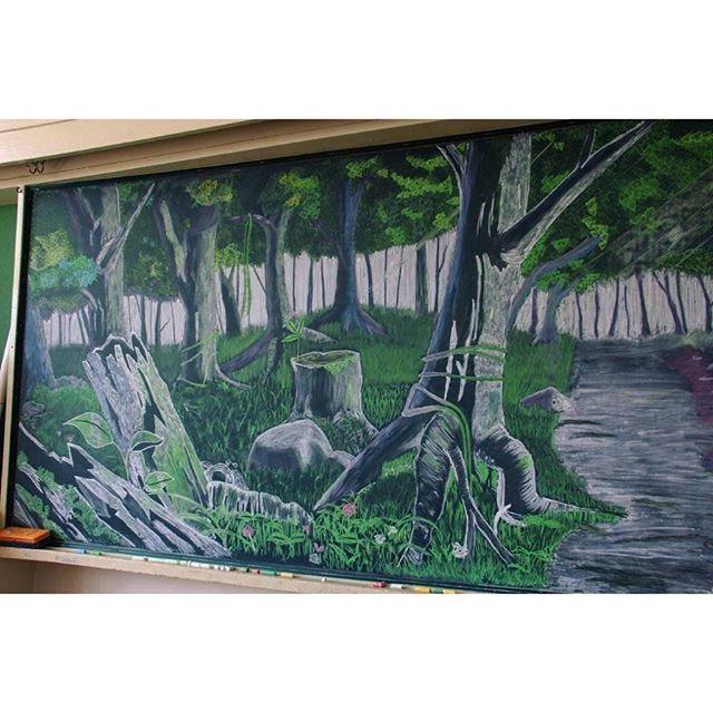 【hisako.manekineko】さんのInstagramをピンしています。 《#黒板アート #木立#森#高校生#小学校の黒板#新学期#サプライズ#裾野市#_photo_japan_  連投で左側です♪  とって素敵な光景💚消すのが勿体ないので…皆さんにお披露目😄🎶》