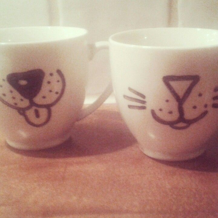 Dog and Cat mugs. I made these with a sharpie. Cool way to spice up your old, boring mugs. If your finished you bake them at 220 C for 30 minutes in your oven. I also made some plates that go with the mugs.