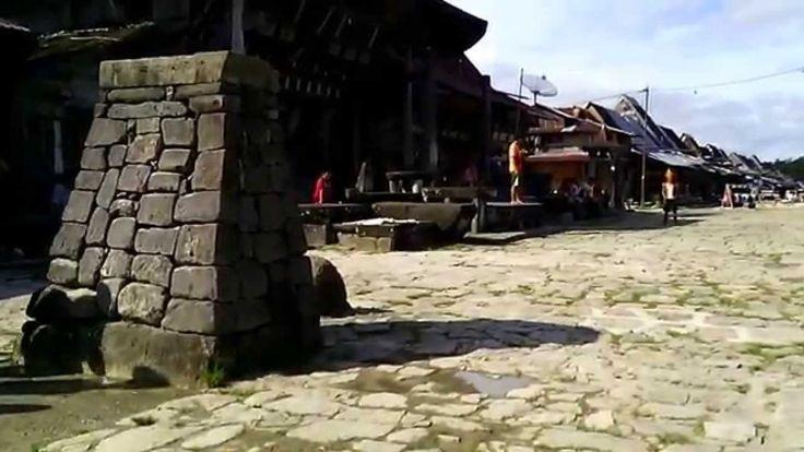 Atraksi Loncat Batu di Desa Bawomataluo