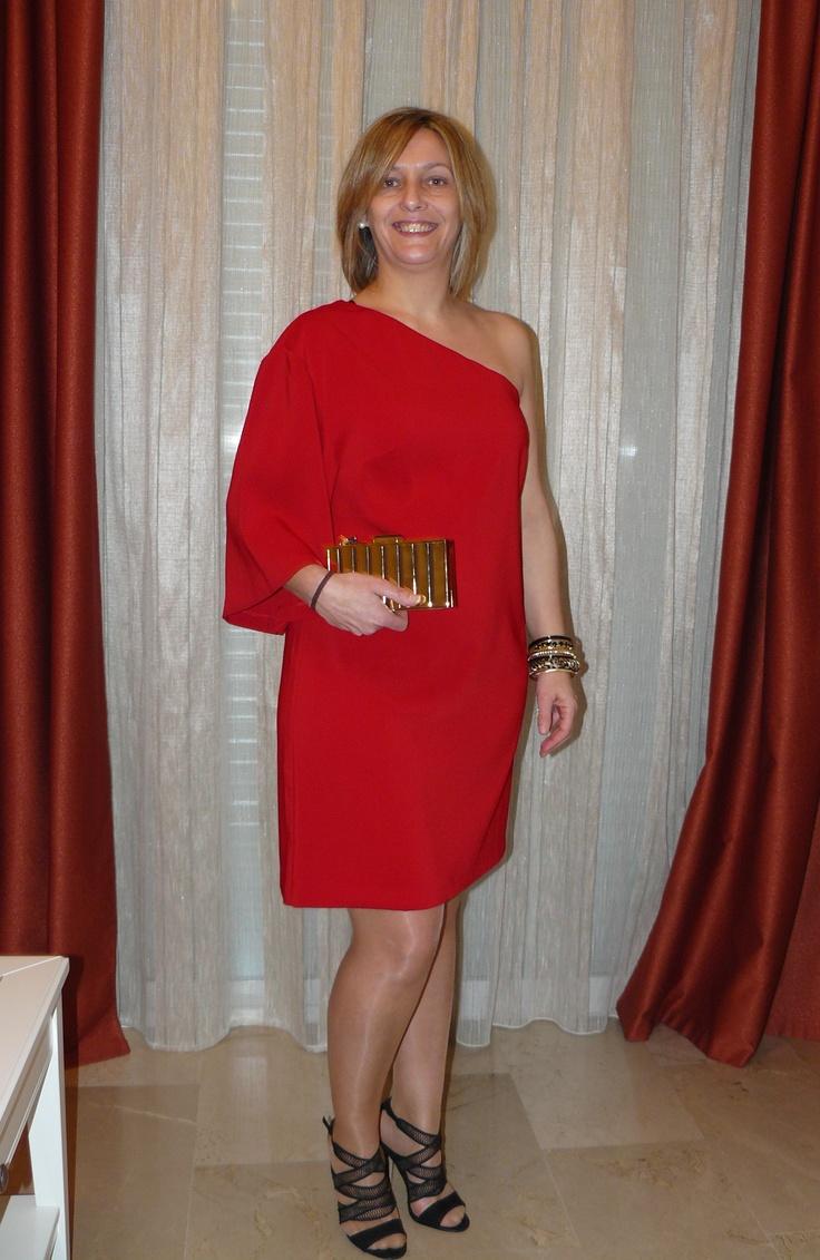 Rosa Algar, ganadora del look de cóctel de ASOS posa así de estupenda con su regalo gracias a Vestidia.