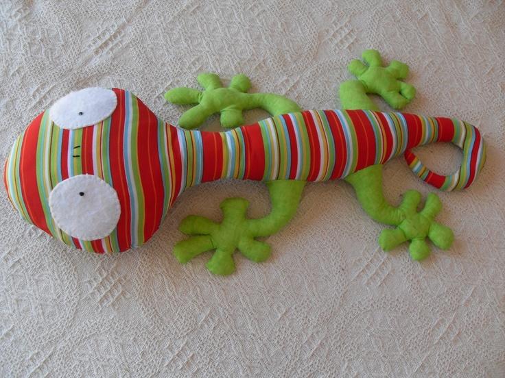 Iguana de tela y fieltro
