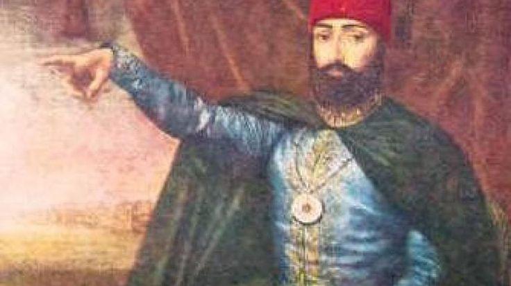Sultanul otoman Mahmud II (1808-1839) a fost cel care a iniţiat seria de reforme ce urma să modernizeze îmbătrânitul Imperiu Otoman şi să îl ridice la nivelul puterilor occidentale. Urcând pe tron în contextul luptelor dintre reformatori şi conservatori, Mahmud a înţeles mai bine decât vărul său, sultanul Selim III, cum trebuie implementate reformele la nivelul întregului imperiu.