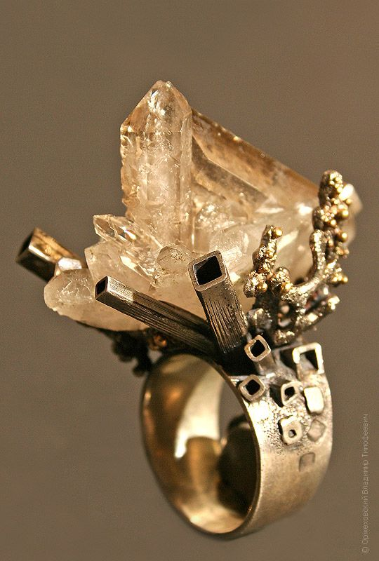The W's: Jewelry or sculpture?