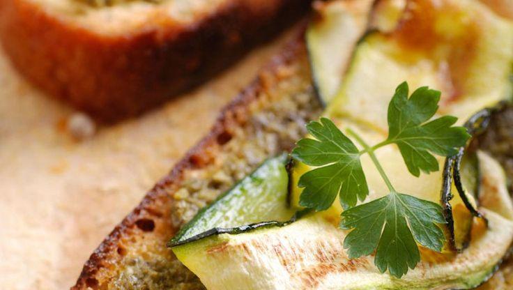 Bruschetta met gegrilde courgette en Parmezaan | Gezondheidsnet