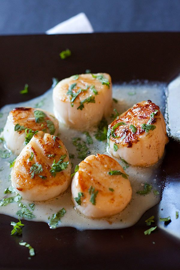Garlic Herb Seared Scallops - Easy scallops recipe with a cream sauce infused with garlic and herb. So good and restaurant-quality! | rasamalaysia.com