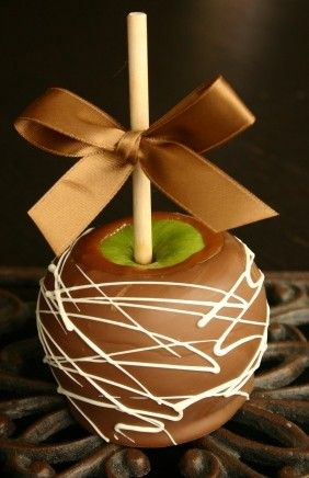 Candy Apple Favors. These are similar to the ones I'll be doing. So cute! Can't wait! #diywedding