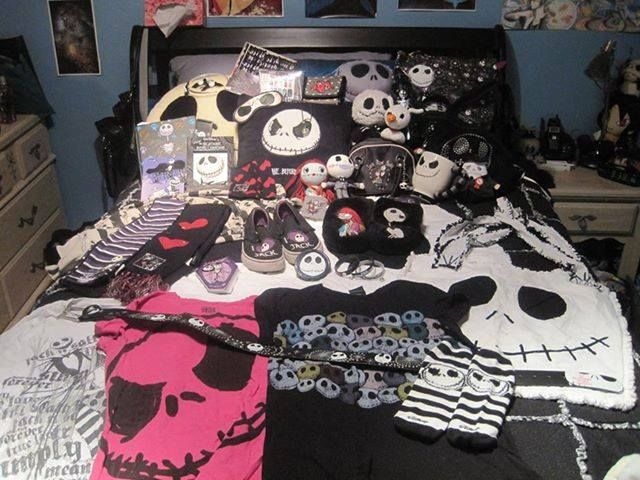 find this pin and more on emo bedrooms - Emo Bedroom Designs