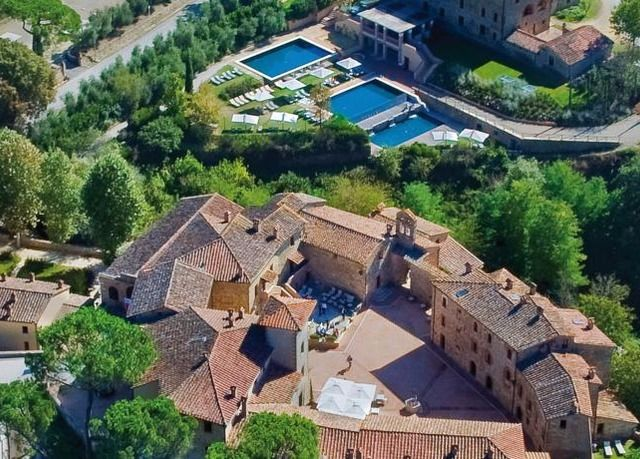 Luxury and tradition at a resort in the rolling Tuscan hills, in the renowned Chianti wine region - includes breakfast, spa and dining discounts and a suite option