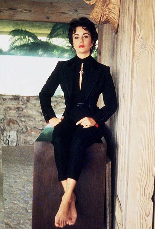 Elizabeth Taylor photographed bySanford Roth, 1957.