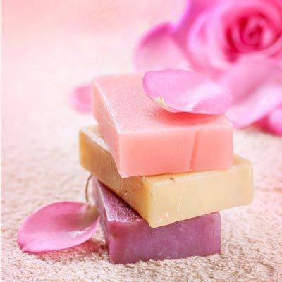 Seife herstellen - Rosenseife selber machen