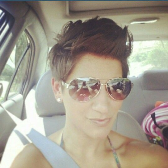 Love this pixie cut! Growing my top out a little longer to get this wave.