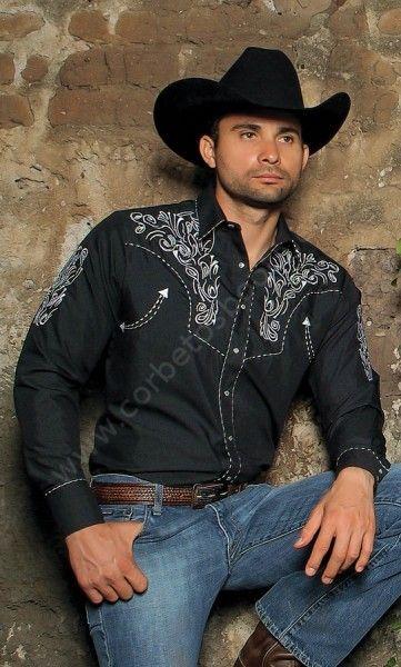 Si te gusta el country y buscas ropa muy especial para actuar, compra ahora esta camisa vaquera negra Rangers con bordados blancos. Te encantará.