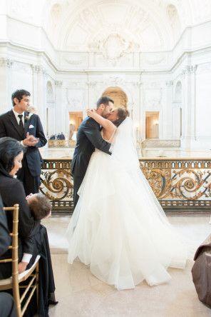 Real Wedding - Moderne Hochzeit im Rathaus von San Francisco