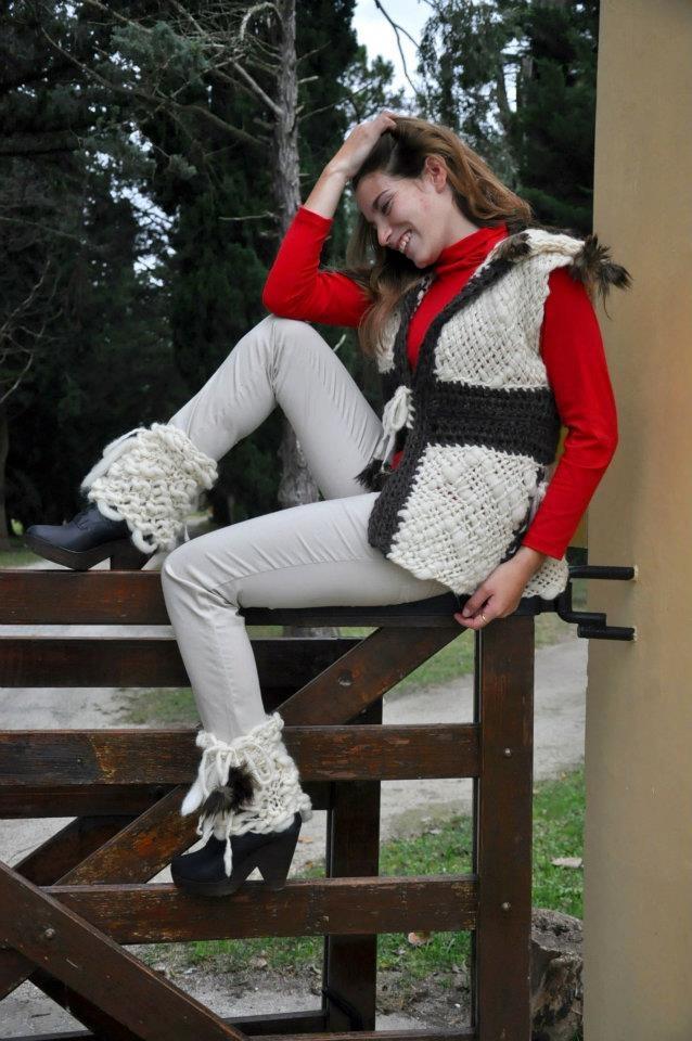 Chaleco en lanas naturales ,oveja y llama c/ cubre botas  Ténica ,telar bastidor