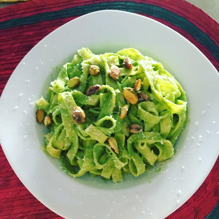 Pasta con salsa de espinaca y aguacate