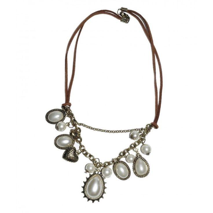 """Precioso collar de perlas de imitación engarzadas en fornituras en forma de lágrima de estilo antiguo. Charm en forma de corazón, perlas y placa pequeña """"made with love"""". Cadena en color bronce y cinta de cuero marrón. Hecho a mano, están disponibles también los pendientes a juego."""