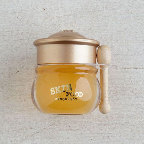 This lush lip balm is easy to apply and fun to use, complete with an actual mini honey pot and itty bitty wooden applicator. A little goes a long way with this honey-like balm, just a dab will give yo