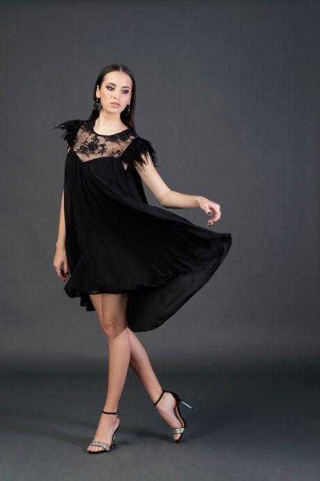 Rochie Neagră Scurtă Din Voal Cu Pene La Umeri Rochii Elegante