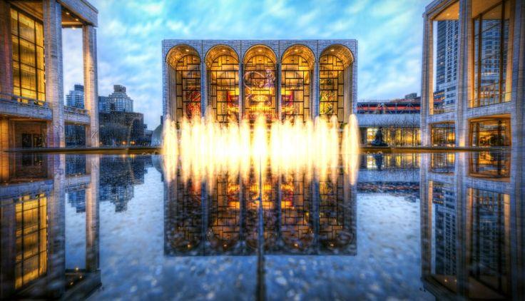 キャストや装置の豪華さで名高い、世界最大級のオペラハウス「メトロポリタン歌劇場」