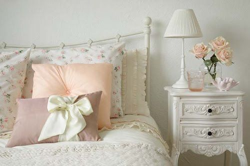 Shabby ChicGuestroom, Guest Room, Vintage Bedrooms, Bows, Dreams Room, Bedside Tables, Night Stands, Pillows, Shabby Chic Bedrooms