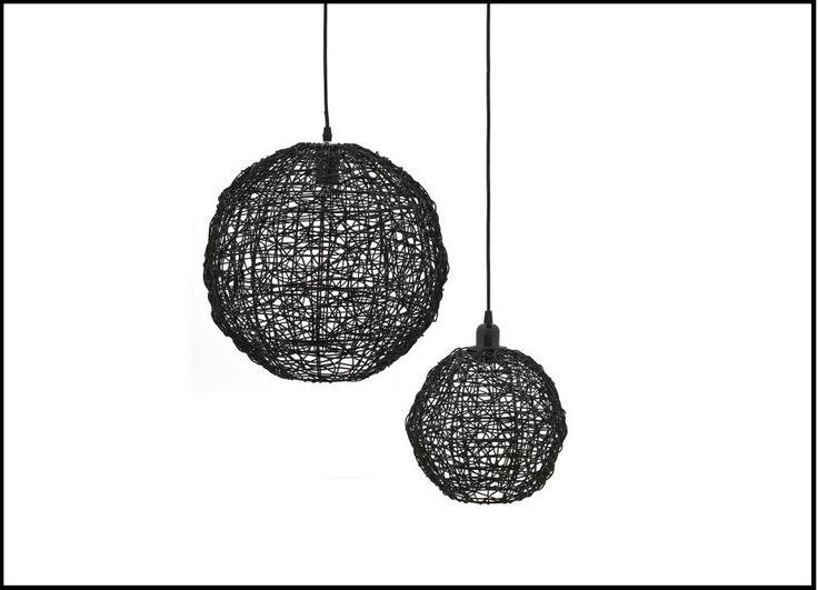 Bijzondere hanglamp van het hippe merk By-Boo. Lamp Quote is gemaakt van gevlochten kunststofdraden. De dradenstructuur zorgt voor een mooie lichtval! Staat prachtig in een industriële of moderne woonkamer. Bekijk bij van de Pol Meubelen.