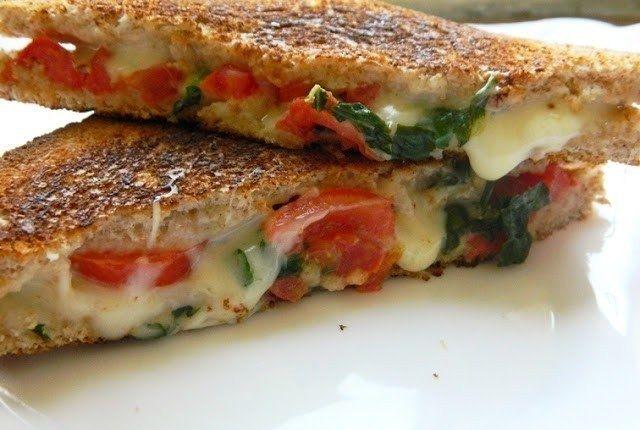 Фото к рецепту: Капрезе сэндвич