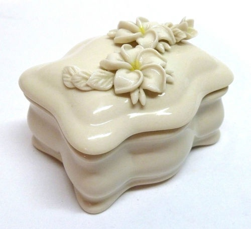 Vintage Dorothy Okumoto Hawaiian Plumeria Floral Porcelain Covered Box
