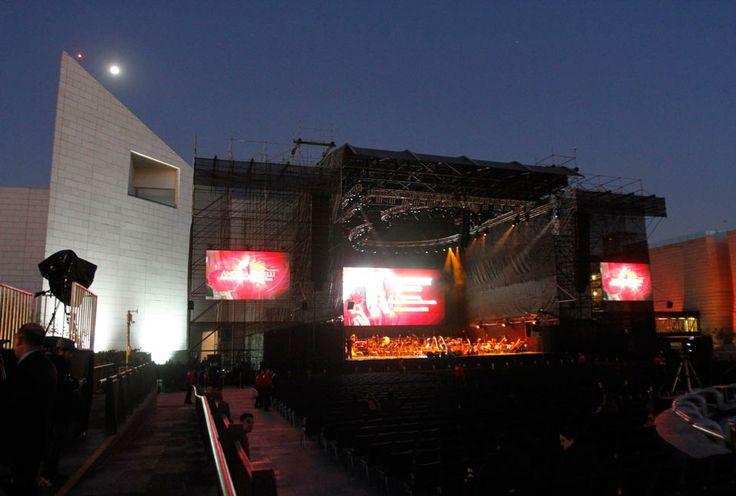 Teatro improvisado en la explanada del Museo de Historia Mexicana, en el centro de la Ciudad de Monterrey.  #AndreaBocelli #unapasionporlavida #monterrey2014 #ABF