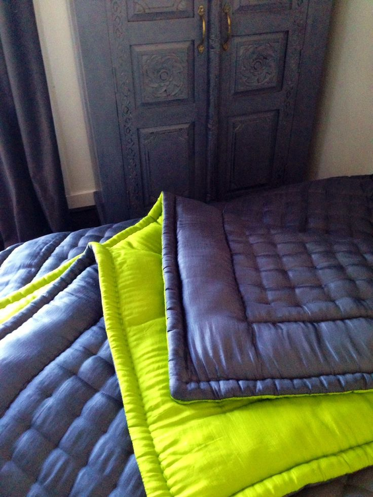 57 best couvre lits matelass s silk quilted bedspreads images on pinterest quilted. Black Bedroom Furniture Sets. Home Design Ideas