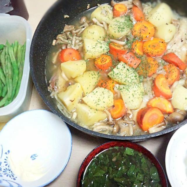 2014/06/27 夕飯  作るのが色々面倒くさかったんで手抜き - 11件のもぐもぐ - 鯛アラ煮込み モロヘイヤ味噌汁 いんげんのボイル by sigure49