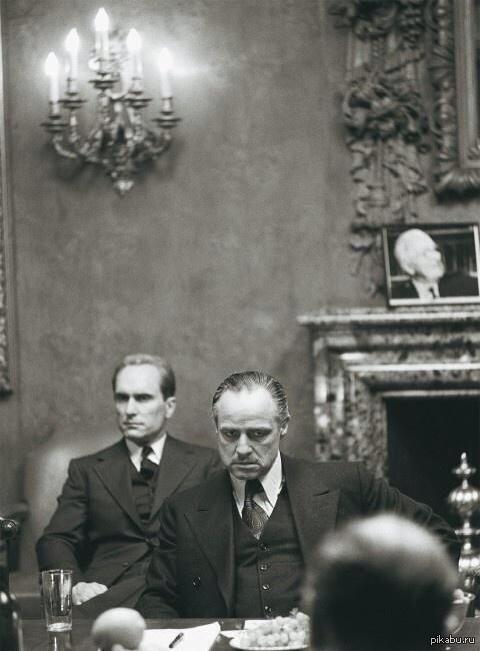 Марлон Брандо и Роберт Дюваль на съемках Крестного отца, 1972 год