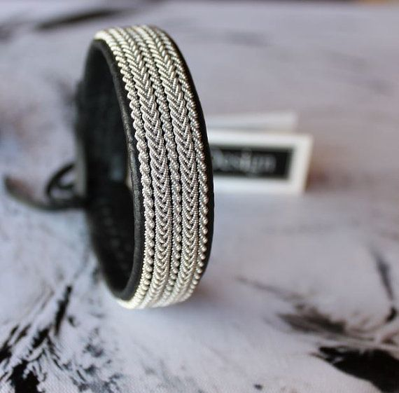 Sami bracelet *FREKE, handmade in Sweden! This sami bracelet is handmade of genuine leather, braids in pewter wire with 4% silver, and have an