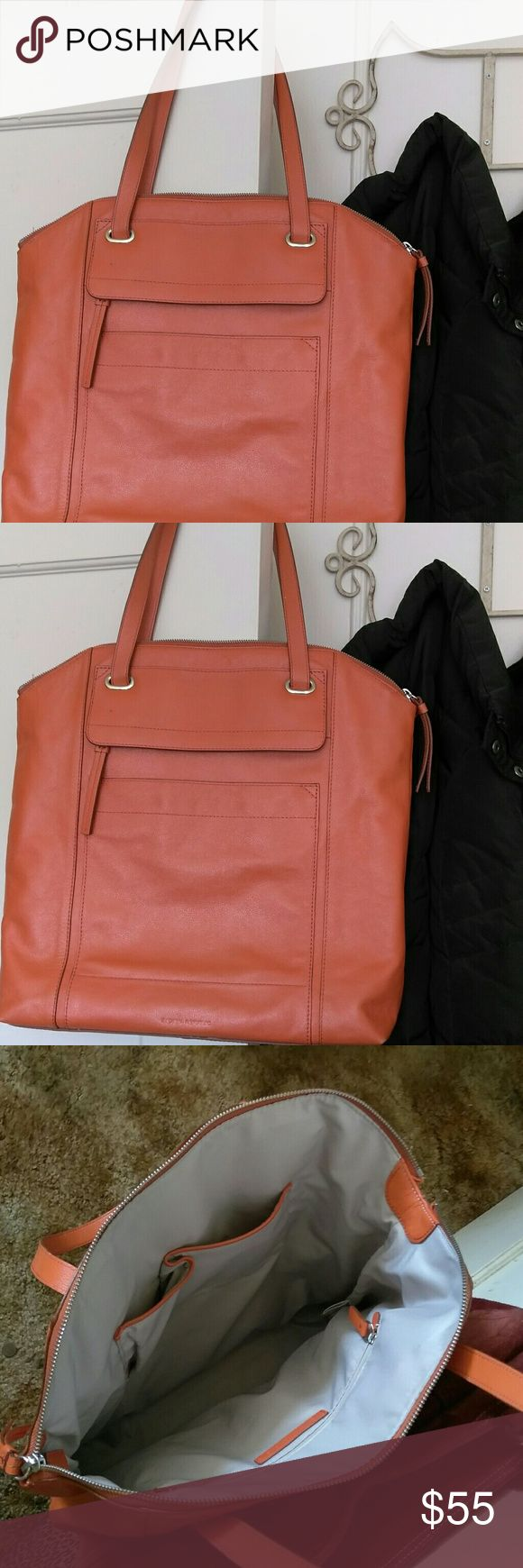 """Banana? Republic Tote Bag Purse Awesome like new condition BR bag is ready to enjoy. About 14"""" by 16"""". Lots of interior pockets. Banana Republic Bags Totes"""