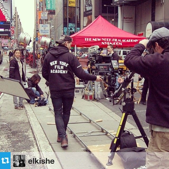 #NYFA filmmaking students making films while taking over NYC #regram @elkishe Lets go! #NY #lagranmanzana #makecine #film #school #newyorkfilmacademy #trip #street