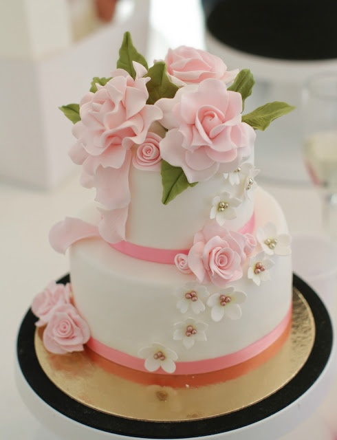 Pink roses 2-tier cake..lovely