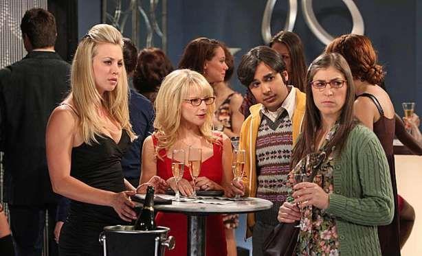 """Kaley Cuoco, Melissa Rauch, Kunal Nayyar und Mayim Bialik in """"The Big Bang Theory"""". - ddpimages"""