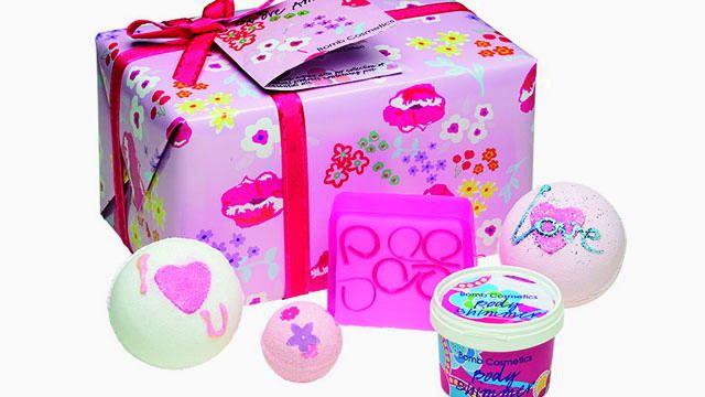 Regalo Set de baño romántico. http://sorpresasparatupareja.com/2015/03/09/regalo-set-de-bano-romantico/