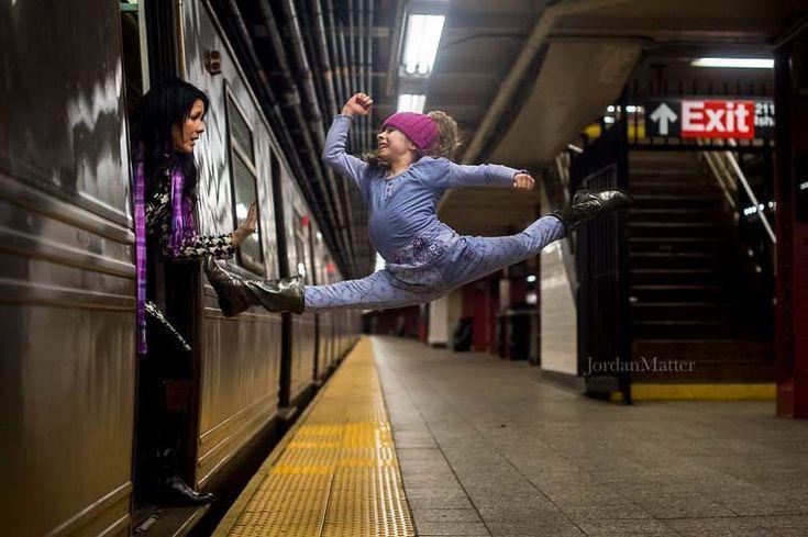 «Крошечные танцоры среди нас»: фотограф снимает детей, легко выполняющих невозможные танцевальные движения. — Vinegret