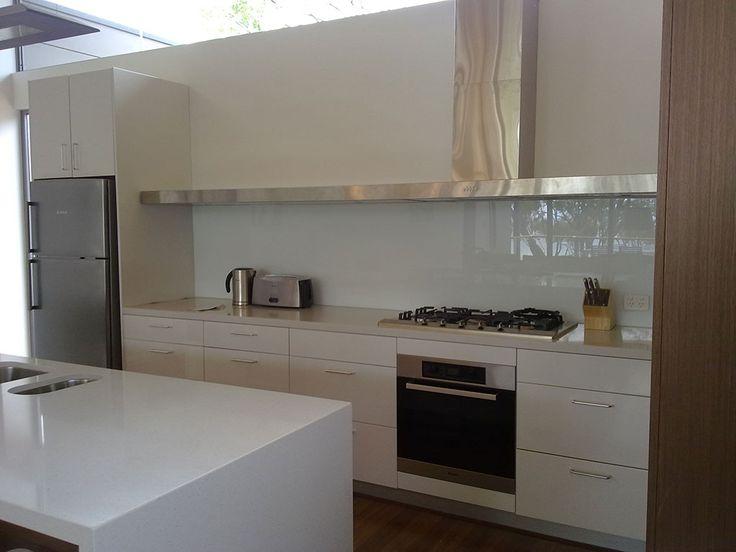 Gestalten Sie Ihre Küche mit wunderschöner RAL #Glasrückwand!   - holzdielen in der küche