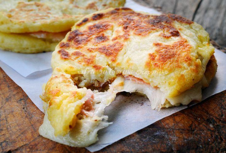 Pizzette di patate farcite in padella #ricetta sfiziosa