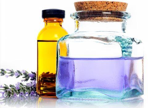 Rezepte mit denen Sie Massageöl selber machen können - Rezept: Entspannendes Massageöl, lassen Sie sich von Ihrem Partner einmal so richtig verwöhnen ...